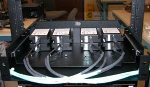 Монтаж 96 оптических волокон в стойке на основе стандартной технологии