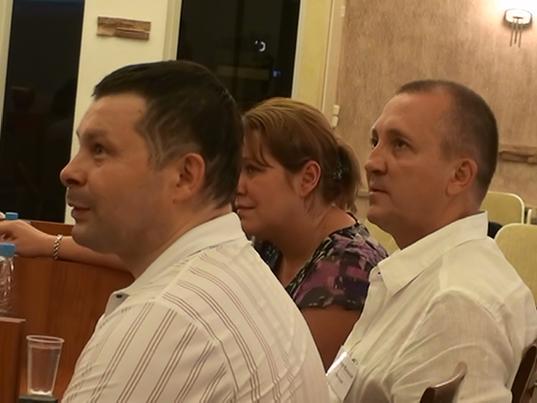 слева Дмитрий Мацкевич и справа представители компании ВентСтрой Груп